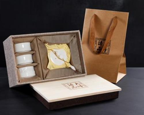 茶具套装-汉唐金瓷(一叶知春)配主人杯